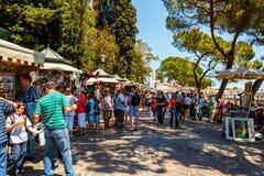 Straßenhändler, der touristische Andenken verkauft Lizenzfreie Stockfotografie