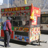 Straßenhändlerwarenkorb in Manhattan Stockfoto