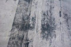 Straßenhintergrund mit Reifenbahn stockfotografie
