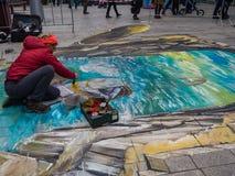 Straßenkünstler, der eine Malerei 3D bearbeitet Stockfoto