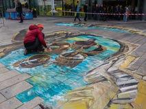 Straßenkünstler, der eine Malerei 3D bearbeitet Stockfotografie
