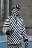 Straßenkünstler, der noch entlang dem Southbank, London, Großbritannien steht lizenzfreie stockbilder