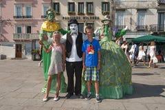 Straßenkünstler mit Kindern Stockbilder
