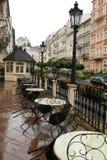 Straßenkaffee nach dem Regen Stockfoto