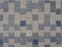 Straßenkopfsteine der grauen Farbe sind regelmäßige Formen Lizenzfreies Stockfoto