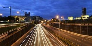 Straßenkreuzung in der Mitte von Katowice am Abend Lizenzfreie Stockbilder