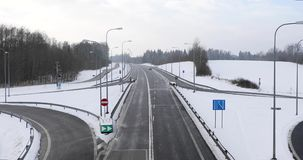 Straßenkreuzung im Winter stock footage