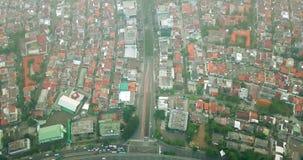 Straßenkreuzung und Wohnhäuser in Jakarta stock video footage