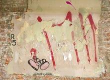 Straßenkunst auf einer Backsteinmauer in Dumbo, Brooklyn Lizenzfreies Stockbild
