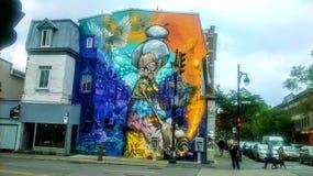 Straßenkunst auf einer Fassade eines Gebäudes lizenzfreie stockfotos