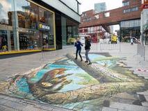 Straßenkunst, die optische Täuschung zeigt Stockfoto