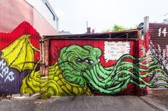 Straßenkunst durch einen unbekannten Künstler von Cthulhu, in Collingwood, Melbourne Stockfotos