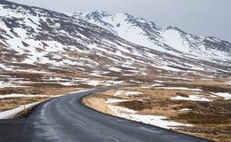 Straßenkurve in Island stockfotografie