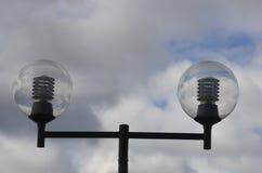 Straßenlaterne, Laternenpfahl auf blauem Himmel Lizenzfreies Stockbild