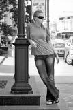 Straßenlaterne und Mädchen Stockfotos
