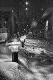 Straßenlaterne- und Schneeszene Lizenzfreies Stockfoto