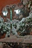 Straßenlaterne- und Schneeszene Stockfotografie