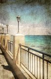 Straßenlaternen auf der Seepromenade Lizenzfreies Stockbild