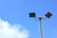 Straßenlaternen im Hintergrund des blauen Himmels Stockfoto