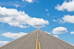 Straßenlauf in den Himmel Lizenzfreie Stockfotos
