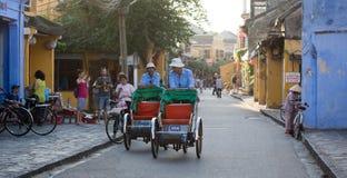 Straßenleben in Hoi An, Vietnam stockfotos
