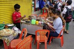 Straßenleben in Rangun lizenzfreies stockbild