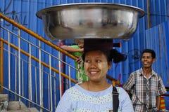 Straßenleben in Rangun stockfoto