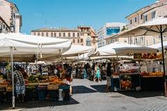 Straßenmarkt mit Früchten in Rom lizenzfreies stockfoto
