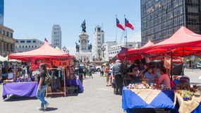 Straßenmarkt mit gehenden Leuten, den in Sotomayor-Quadrat, auf dem s Lizenzfreie Stockfotos