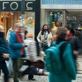 Straßenmusiker auf einer der Straßen im alten Stadtzentrum Lizenzfreie Stockbilder