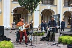 Straßenmusiker auf Nevsky Prospekt am 29. September 2017 Heilig-PET Stockbilder