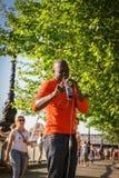 Straßenmusikersänger Lizenzfreie Stockfotos