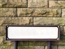 Straßennamenzeichen mit Leerstelle Stockfotos