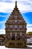 Straßenphotographie - schöne Kanäle und Architektur in der Goudastadt in den Niederlanden Lizenzfreies Stockbild