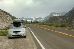 Straßenrand-östliche Sierra Nevada-Berge Stockbild