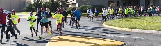 Straßenrennenanfang während der Danksagungswoche lizenzfreie stockfotos