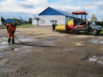 Straßenreparaturen in der Kaluga-Region in Russland Lizenzfreies Stockbild