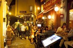 Straßenrestaurants in Cannes lizenzfreie stockfotos