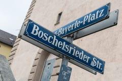 Straßenschild der Boschetsrieder Straße und des Albert Bayerle Places in München Stockfoto