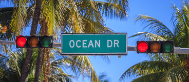 Straßenschild des Straße Ozean-Antriebs Lizenzfreies Stockfoto