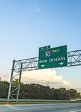 Straßenschild nach New Orleans auf den zwischenstaatlichen 10 stockbilder
