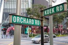 Straßenschild-Obstgarten-Straße und Koek-Straße in Singapur Stockbild