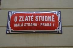 Straßenschild in Prag stockbild