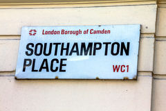 Straßenschild von Southampton-Platz in der Stadt von Camden in zentralem London lizenzfreies stockbild