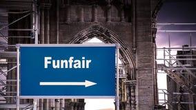 Straßenschild zum Funfair stockfoto