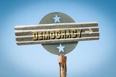 Straßenschild zur Demokratie lizenzfreie stockfotografie