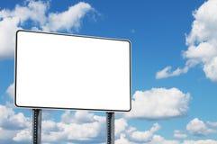 Straßenschildfreier raum auf Himmelhintergrund stockbilder