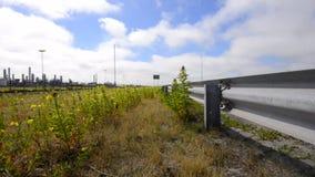 Straßenseite, Schutzeinrichtung und überschreiten Auto stock video footage
