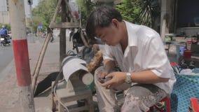 Straßenservice in Ho Chi Min, Vietnam stock footage