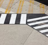 Straßensymbol auf Rollbahnflughafen Stockfoto